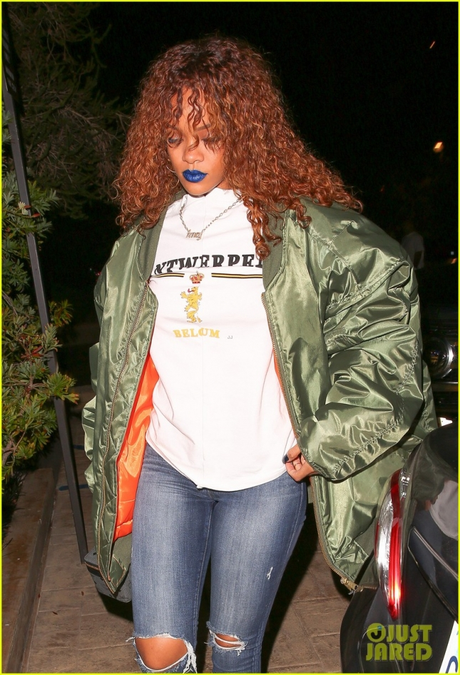 *EXCLUSIVE* Rihanna dresses down for a sushi dinner at Nobu - Part 2
