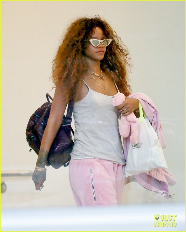 Rihanna Heads To The Airport For An Early Morning Flight In NYC