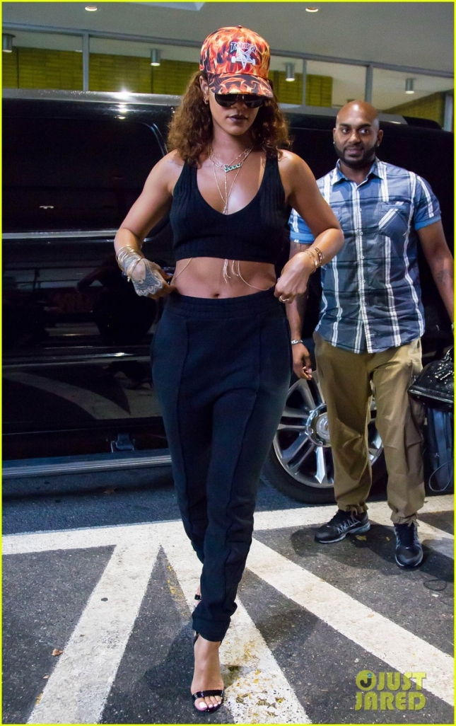 Rihanna Steps Out In NYC