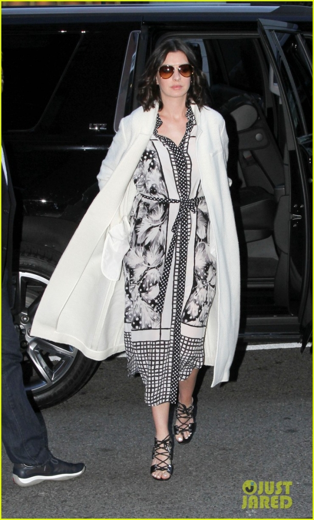 Anne Hathaway leaves her New York hotel **USA ONLY**
