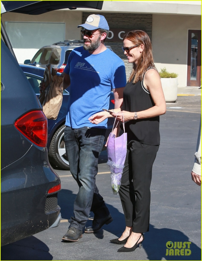 Ben Affleck & Jennifer Garner Take Their Kids To Church After The Farmer's Market