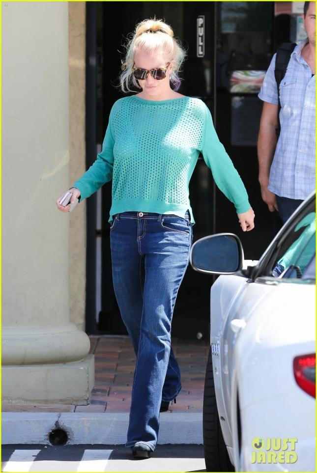 Бритни Спирс пообедала в одном из ресторанов Калифорнии