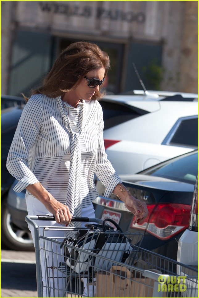Caitlyn Jenner Goes Grocery Shopping