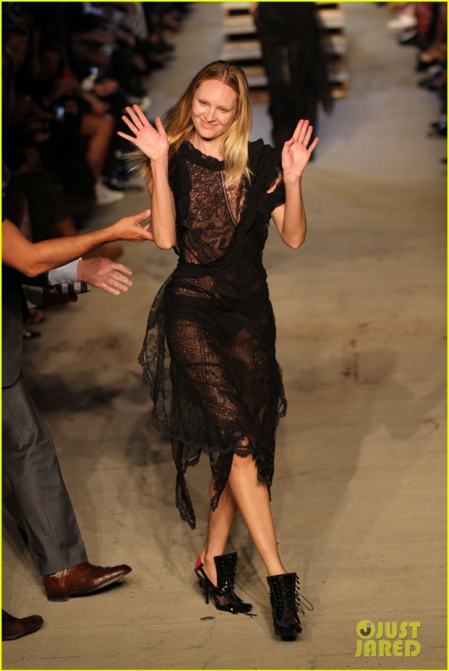 candice-swanepoel-falls-on-runway-during-givenchy-nyfw-show-05