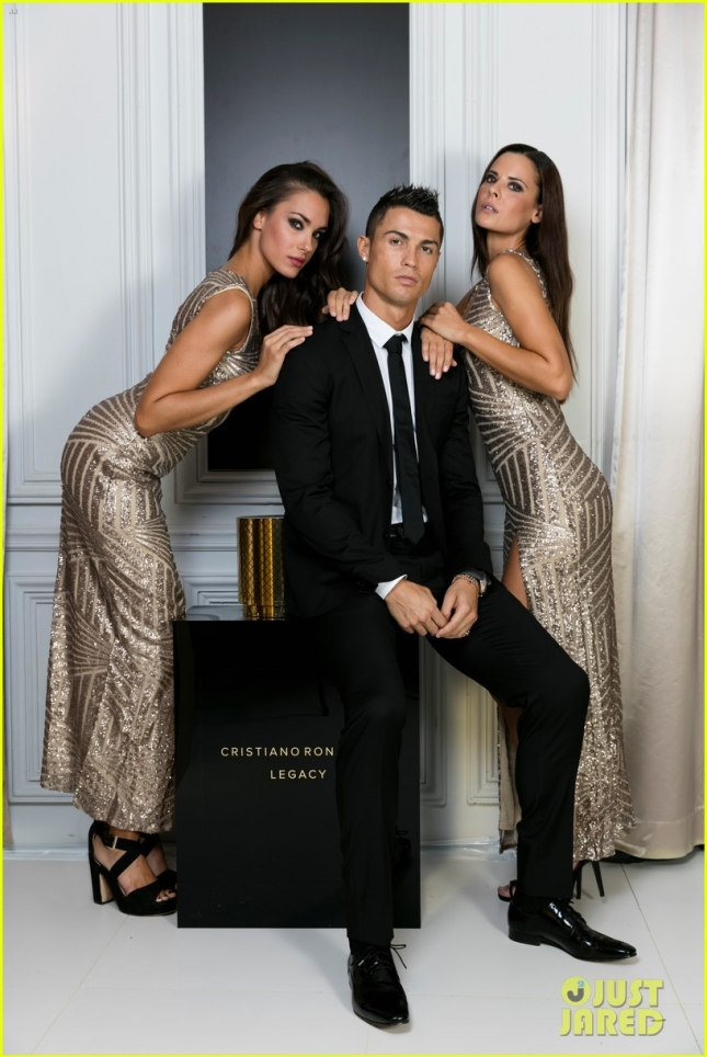 cristiano-ronaldo-strips-down-for-his-fragrance-commercial-01