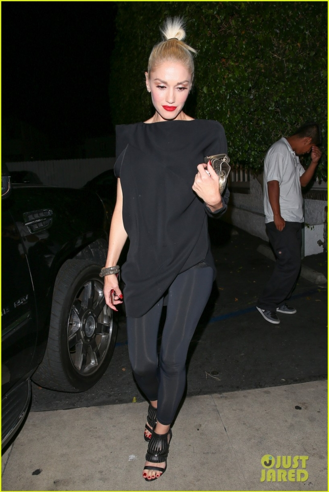 *EXCLUSIVE* A ringless Gwen Stefani enjoys a night out with Jennifer Meyer and friends