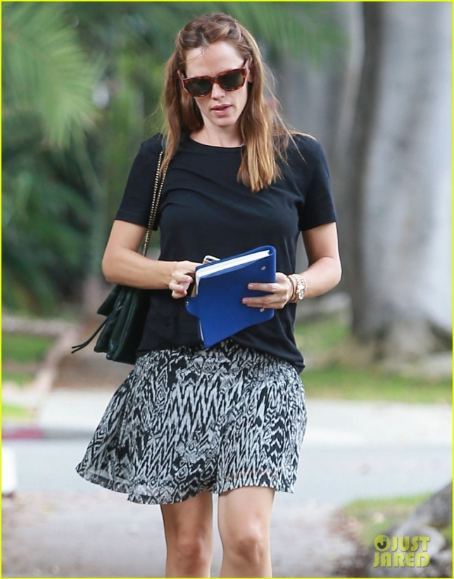 Jennifer Garner Headed To The Hair Salon