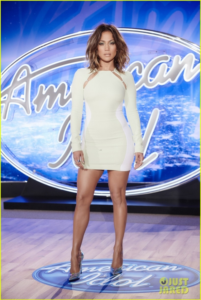 jennifer-lopez-stuns-in-tight-dress-at-american-idol-auditions-01