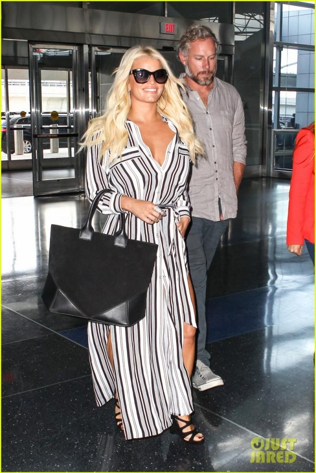 Джессика Симпсон с мужем была замечена в аэропорту LAX