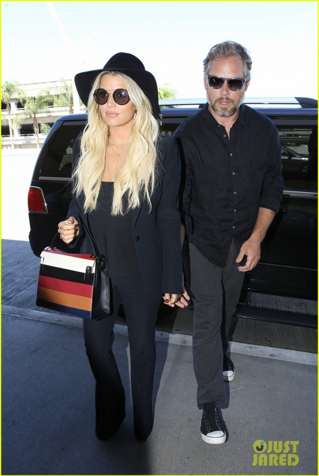 Jessica Simpson and Eric Johnson jet out of LA on Labor Day