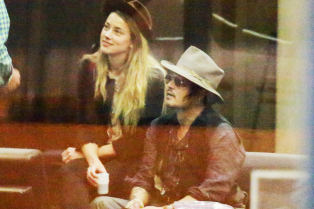 johnny-depp-amber-heard-roam-around-rio-together-02
