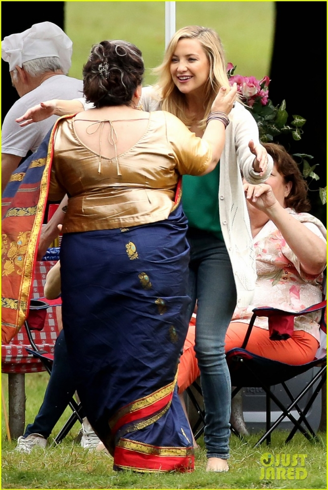 "Kate Hudson keeps busy on set of her new movie ""Mother's Day"""