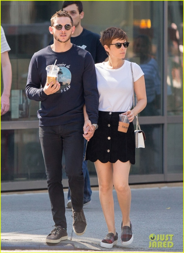 kate-mara-jamie-bell-continue-to-flaunt-pda-01