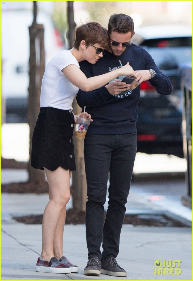 kate-mara-jamie-bell-continue-to-flaunt-pda-16