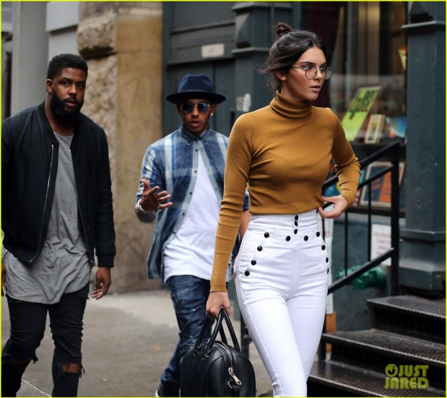 kendall-jenner-visits-kimyes-apartment-with-lewis-hamilton-04
