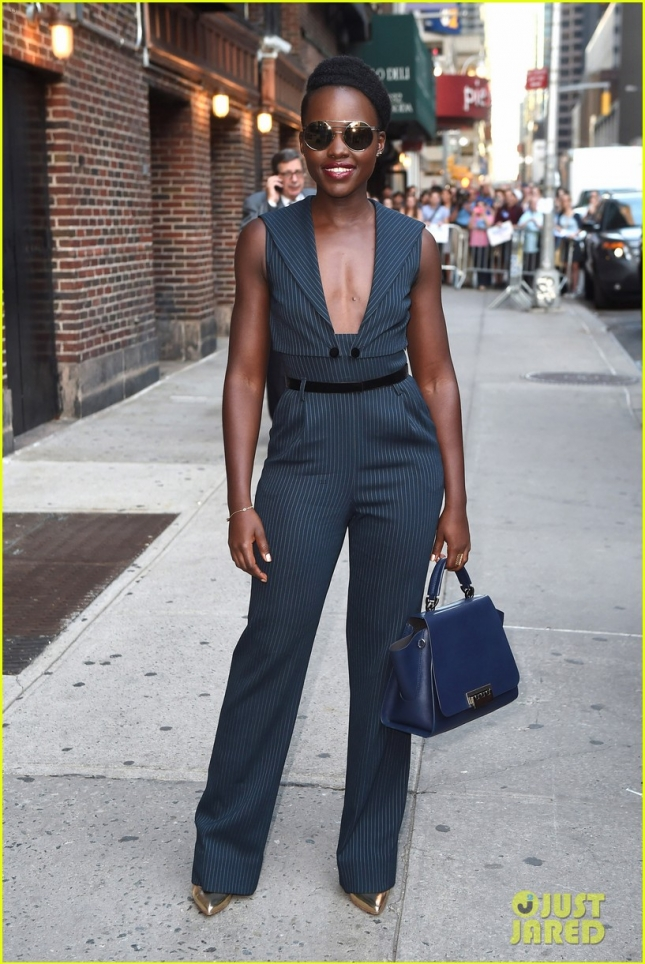 lupita-nyongo-shows-off-her-silly-side-01