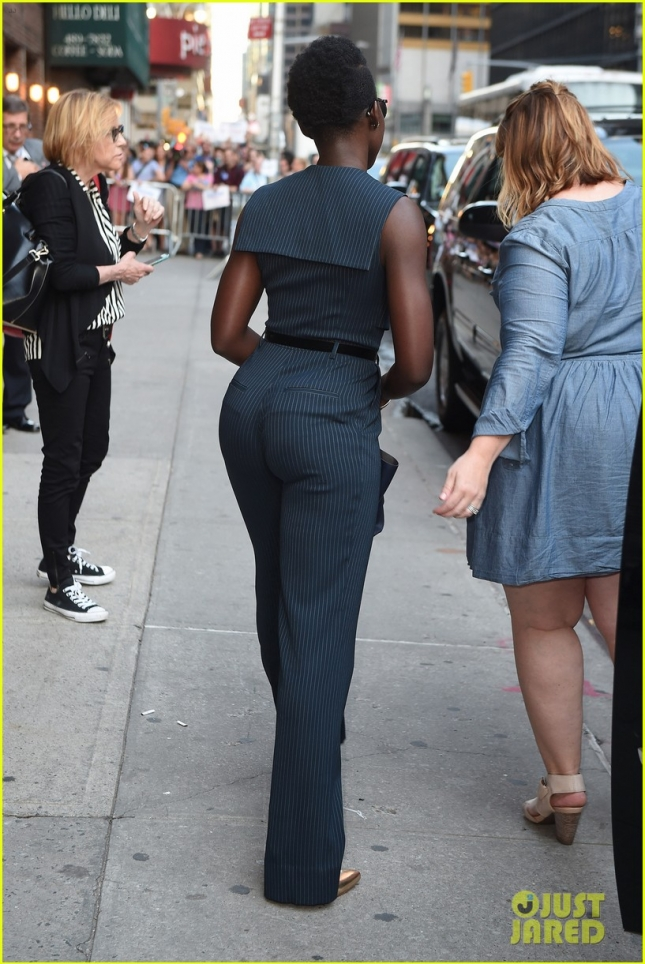 lupita-nyongo-shows-off-her-silly-side-03