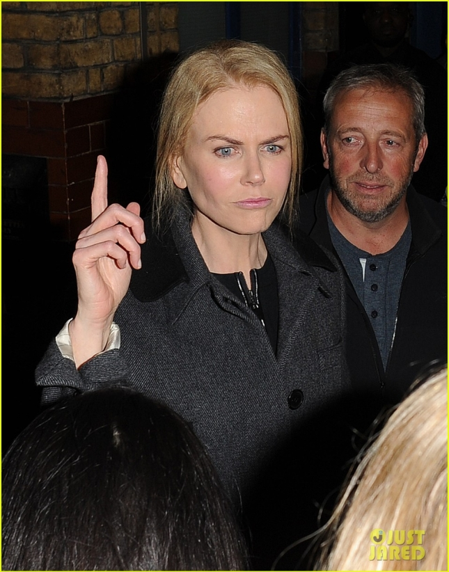 nicole-kidman-keeps-in-touch-with-her-kids-over-text-08