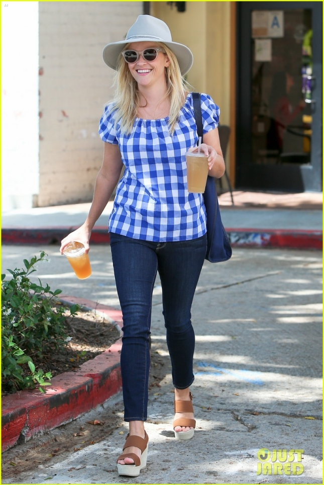 reese-witherspoon-grace-helbig-mamrie-hart-01