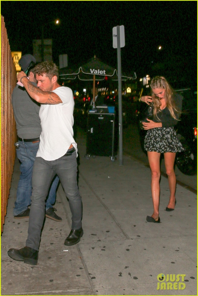 ryan-phillippe-girlfriend-paulina-slagter-step-out-for-date-night-04
