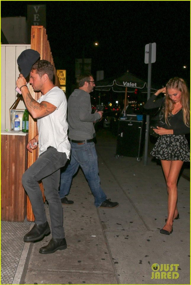 ryan-phillippe-girlfriend-paulina-slagter-step-out-for-date-night-09