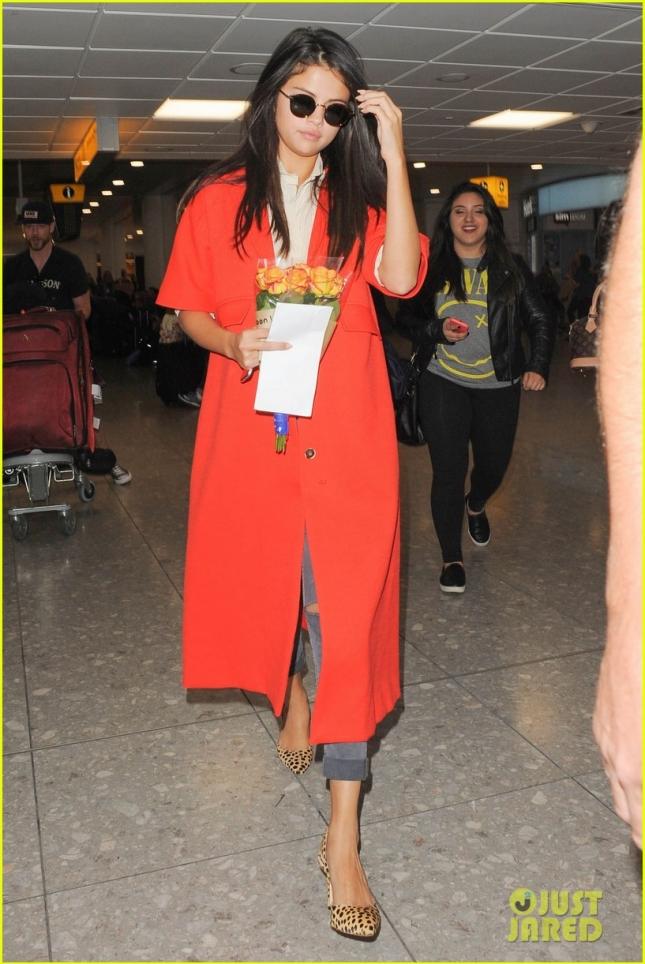 Селена Гомез в аэропорту Хитроу