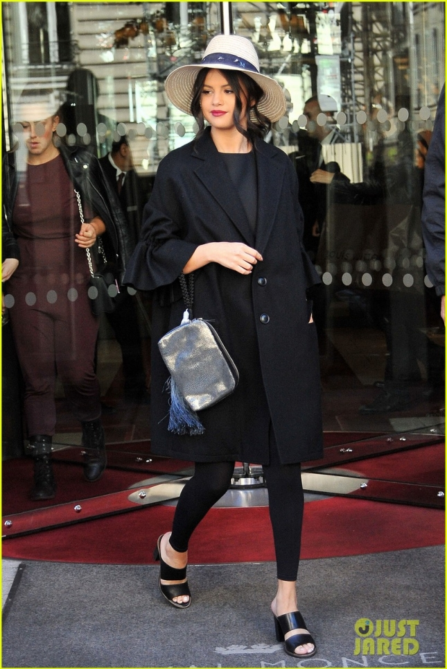 Selena Gomez Leaves Her Hotel In Paris