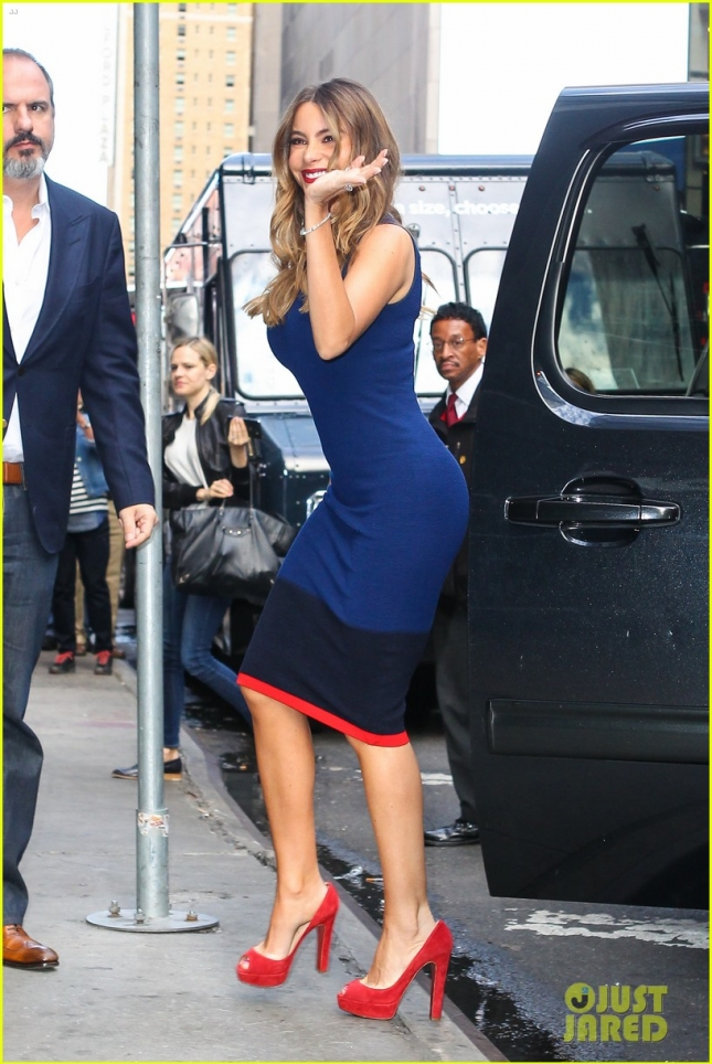 Sofía Vergara is a beauty in blue arriving at Good Morning America