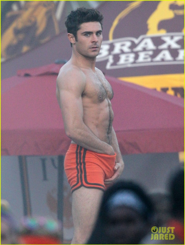 Exclusive... Zac Efron Strips Down On The Set Of 'Neighbors 2' - NO INTERNET USE WITHOUT PRIOR AGREEMENT
