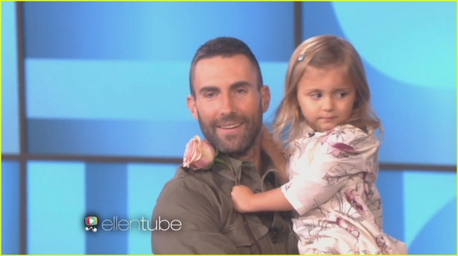 adam-levine-meets-the-girl-who-cried-over-him-being-married-04