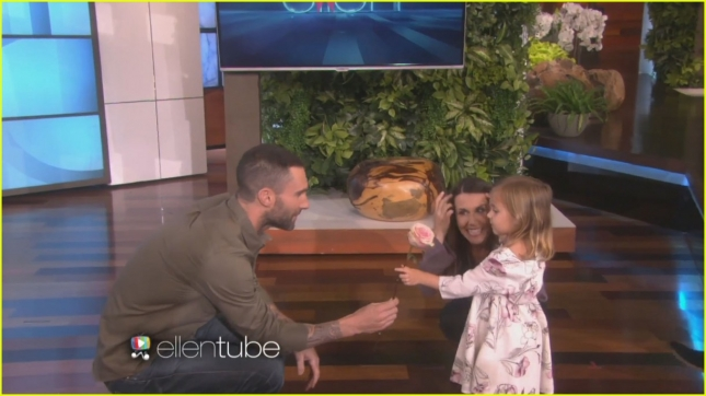 adam-levine-meets-the-girl-who-cried-over-him-being-married-06
