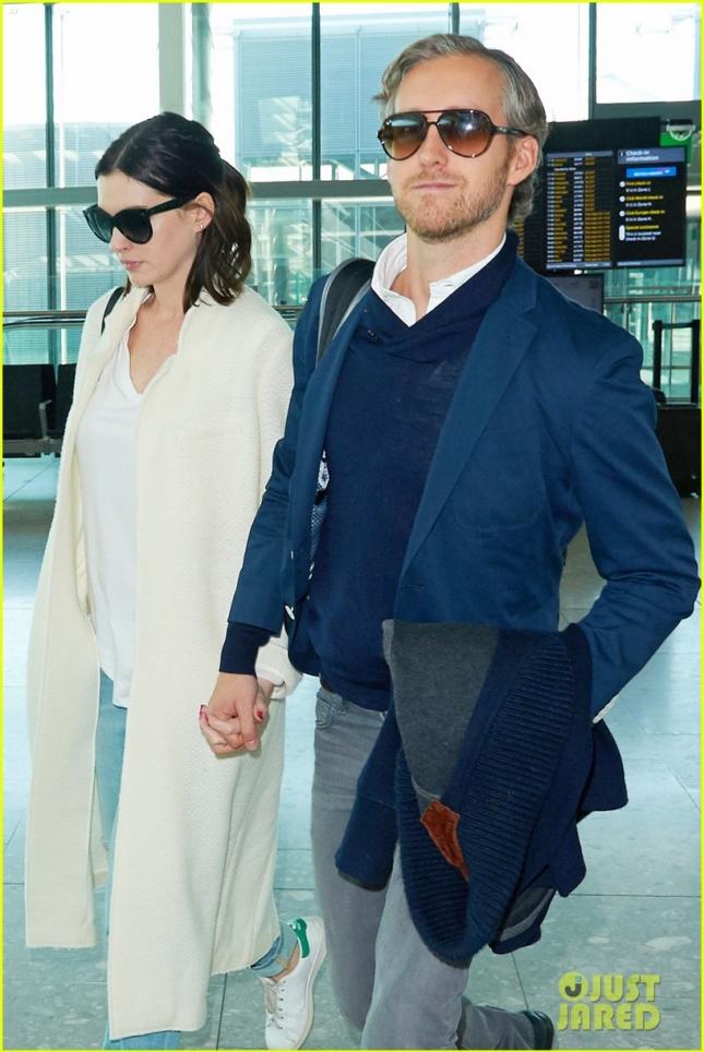 Anne Hathaway and Adam Shulman walk arm in arm through Heathrow Airport **USA ONLY**