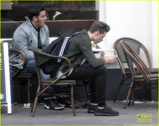 *EXCLUSIVE* Brooklyn Beckham grabs coffee with a friend in London **USA ONLY**