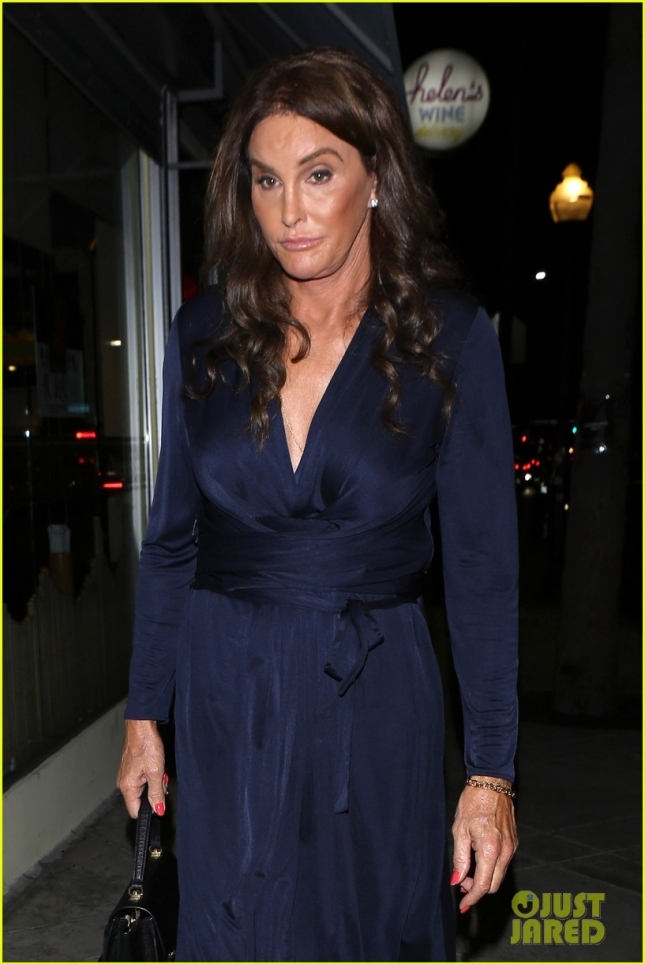 caitlyn-jenner-eats-dinner-at-la-hotspot-jon-vinnys-02