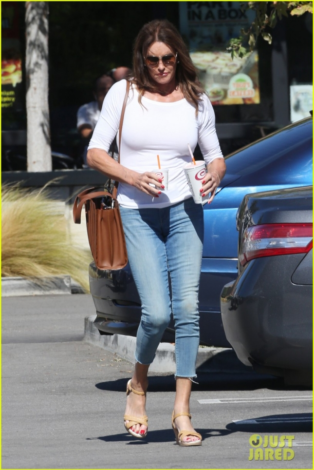 *EXCLUSIVE* Caitlyn Jenner works on her figure with a Jamba Juice lunch