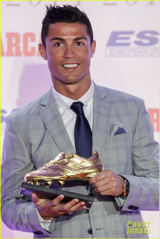 cristiano-ronaldo-fourth-golden-boot-award-06