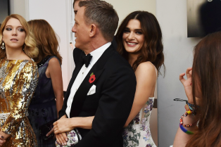 daniel-craig-kisses-wife-rachel-weisz-at-spectre-world-premiere-04
