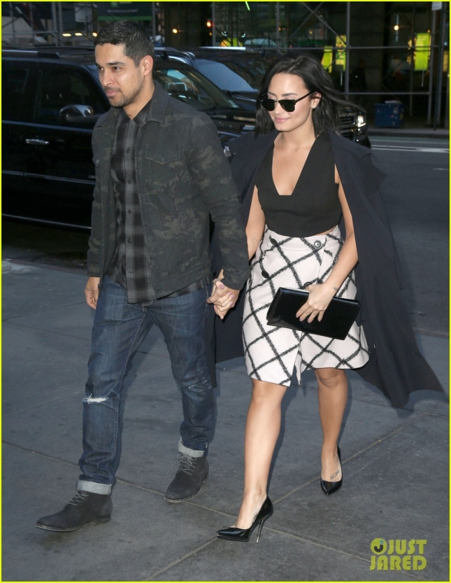 Demi Lovato And Boyfriend Spotted Leaving An Office