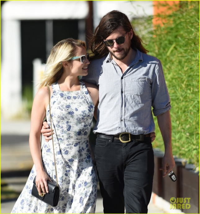Dianna Agron and Winston Marshall enjoy a romantic walk after lunch **USA ONLY**