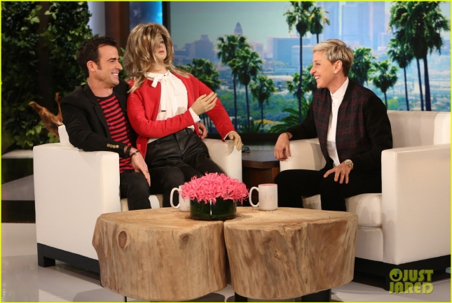 ellen-degeneres-gifts-justin-theroux-a-second-jennifer-aniston-03