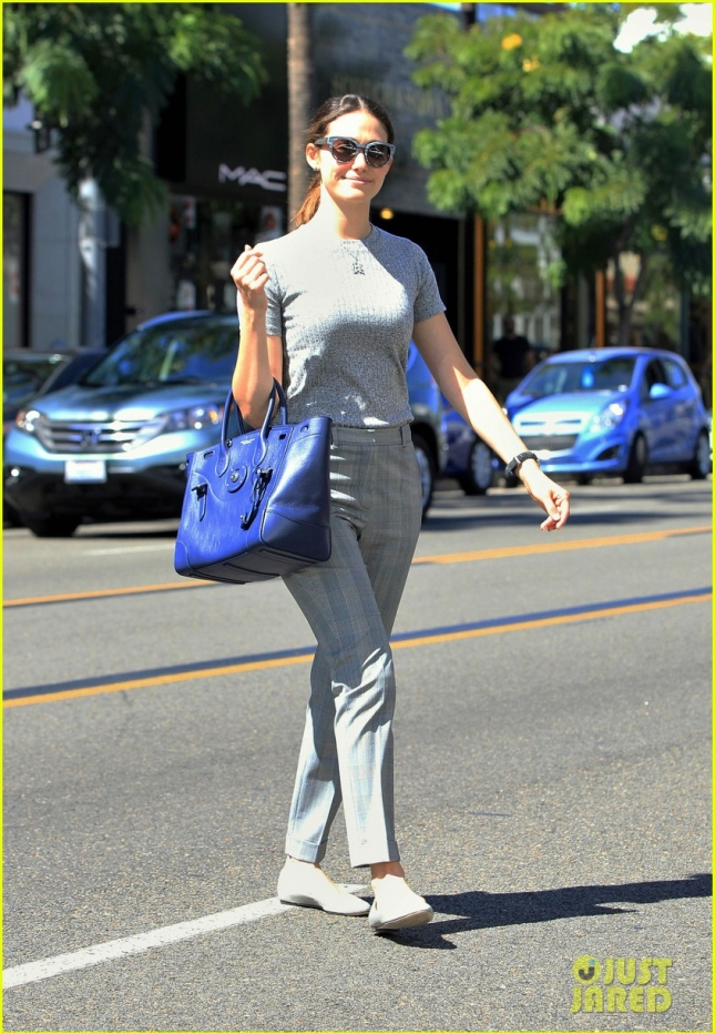 emmy-rossum-shopping-shamless-set-04
