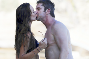 gerard-butler-shirtless-pda-morgan-brown-05