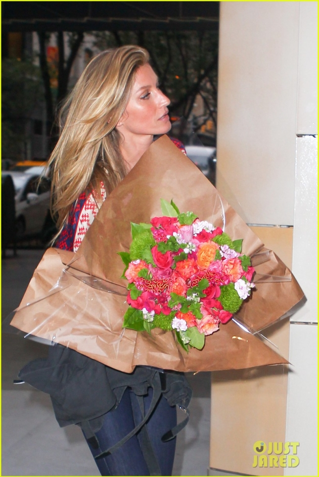 *EXCLUSIVE* Gisele Bundchen ends a Chanel photo shoot in Midtown