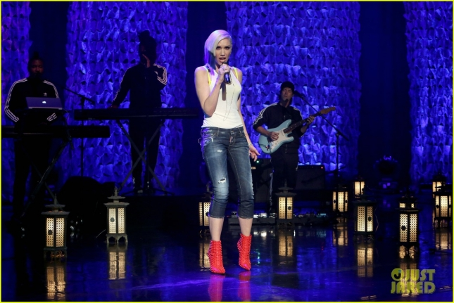 gwen-stefani-performs-used-to-love-you-ellen-01