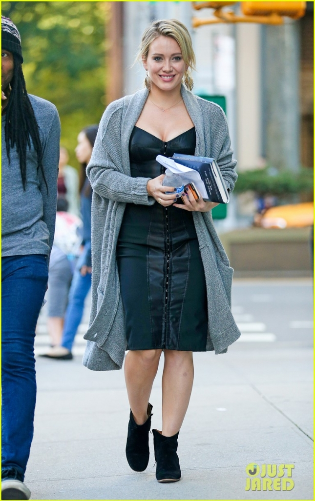 hilary-duff-all-smiles-on-set-of-younger-25