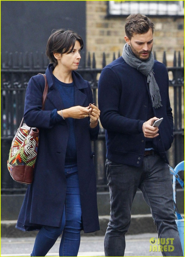 jamie-dornan-walks-arm-in-arm-with-wife-amelia-warner-15