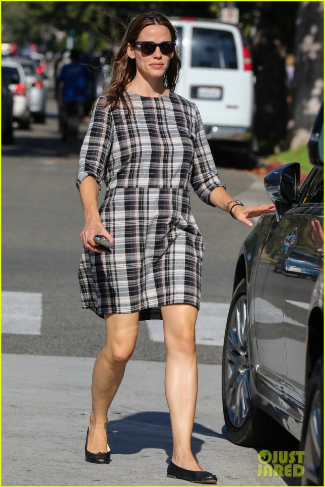 Shopping with Violet brings happiness to Jennifer Garner **USA ONLY**