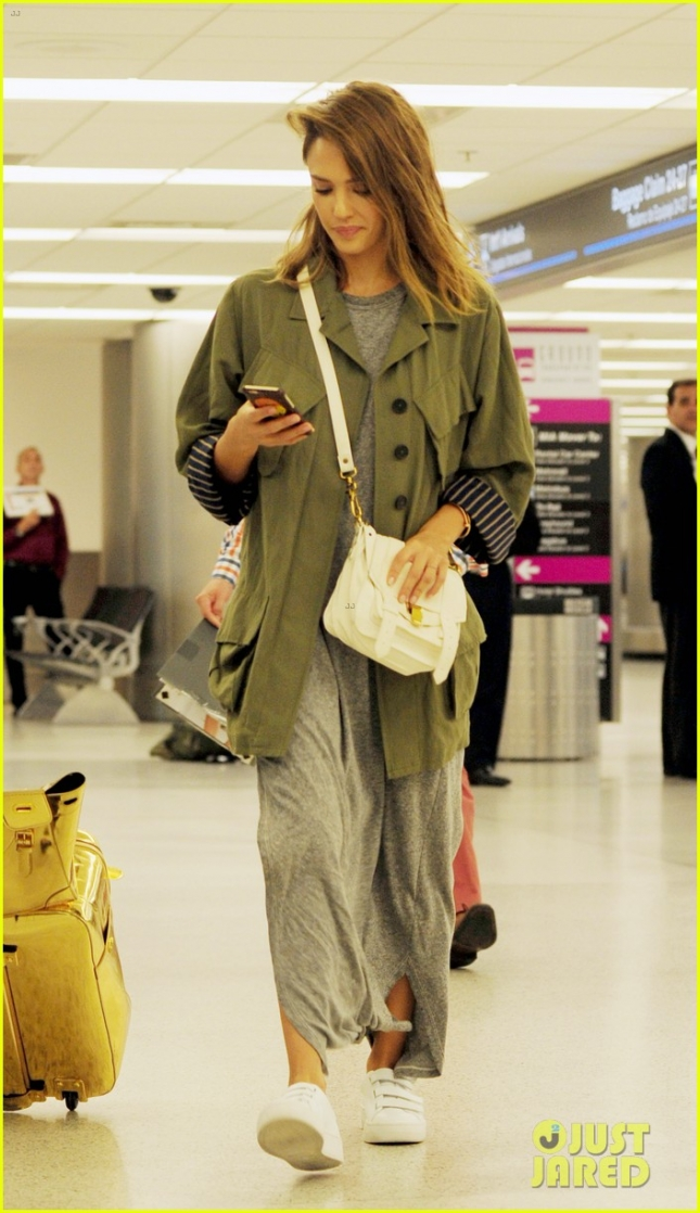 Джессика Альба в аэропорту MIA