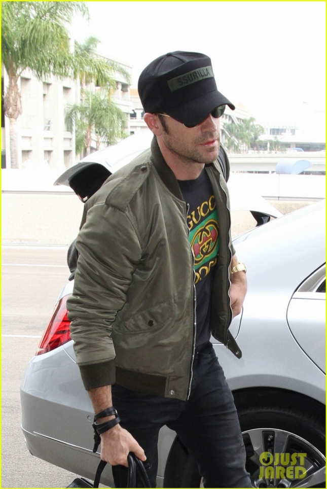Justin Theroux is seen at LAX