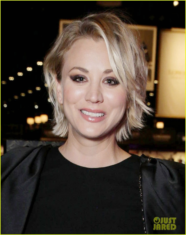 kaley-cuoco-makes-first-official-post-split-appearance-02
